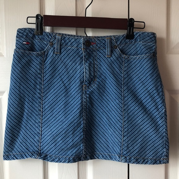 Tommy Hilfiger Dresses & Skirts - Retro Tommy Hilfiger denim skirt. SIZE 5
